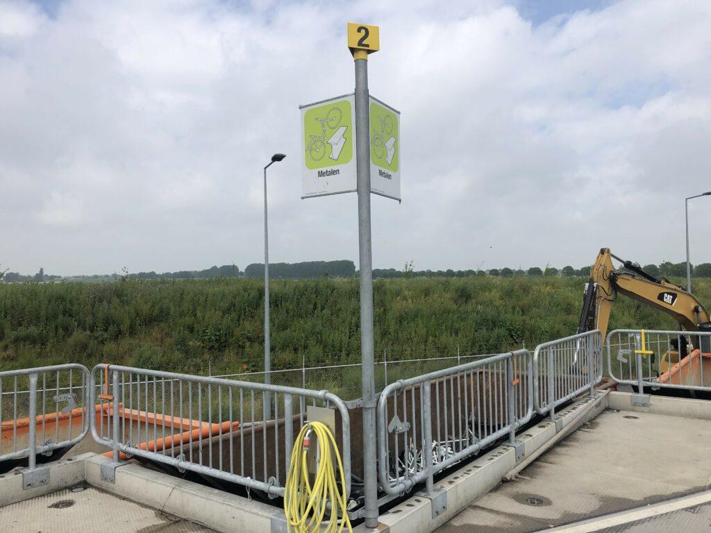 Fractieborden en valbeveiliging milieustraat Nieuwkoop Modulo Milieustraten Care4Circulair