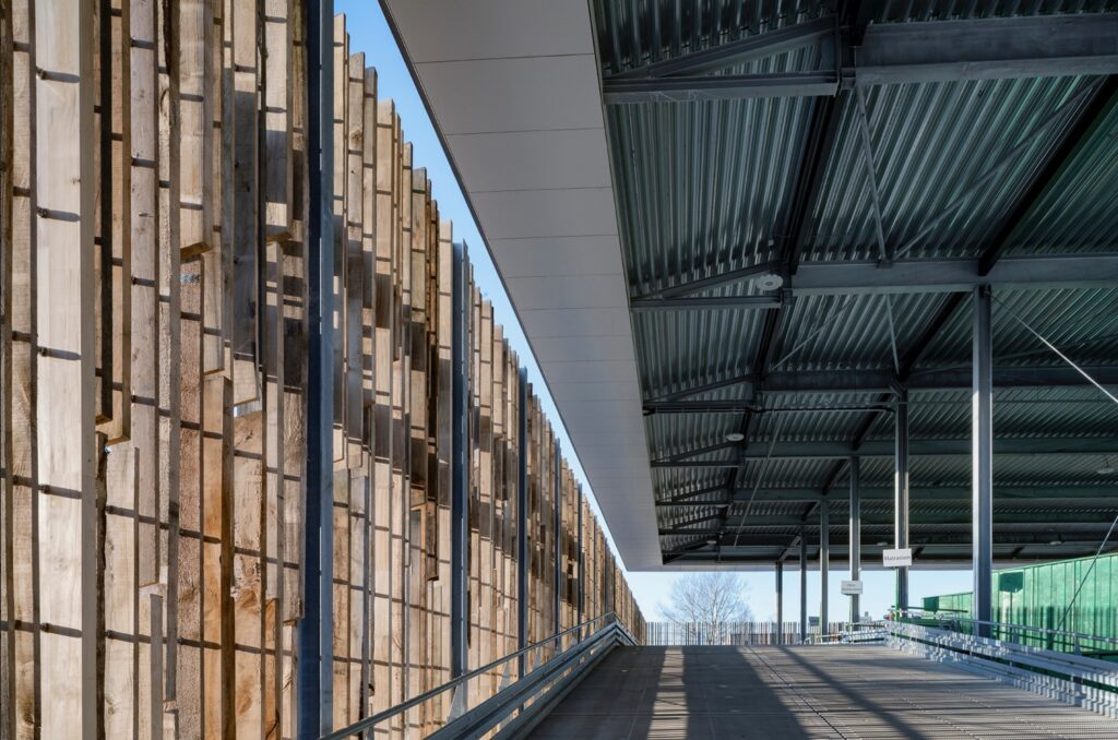Upcyclecentrum Almere 'Het Geheim van Almere' circulair bouwen recyclebordes Care4Circulair Modulo Milieutraten