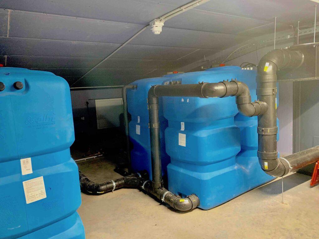 Opvang regenwater Upcyclecentrum Almere grijs watercircuit duuraaamheid Care4Circulair Modulo Milieustraten