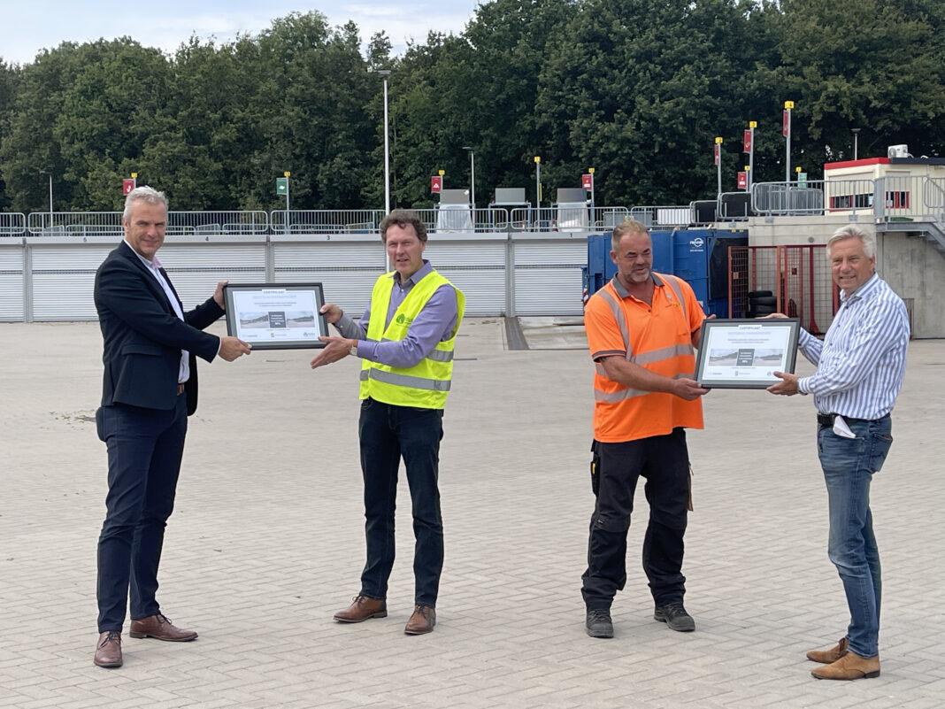 Uitreiking Madaster Materialenpaspoort gemeente Leusden wethouder Vos Modulo Milieustraten circulaire milieustraat circulair bouwen
